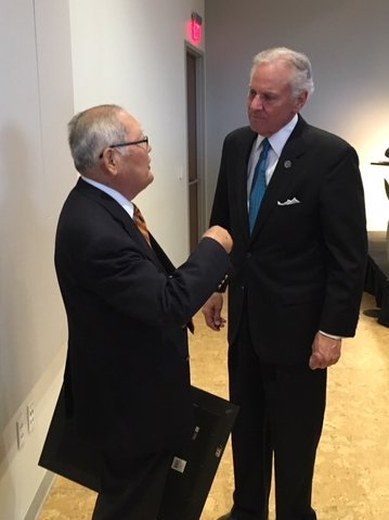 "Hirokuni ""Harry"" Watanabe speaks with South Carolina Governor Henry McMaster after receiving Distinguished Service Award at SEUS-Japan Conference in Greenville, South Carolina, October 2017."